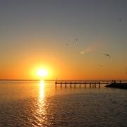 So malerisch können Sonnenuntergänge an der namibischen Küste, in diesem Fall in Walvis Bay, sein