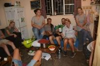 ... sodass wir dann nach drinnen umgezogen sind. In unserer winzigen Küche wurde es darauhin ganz schön eng.