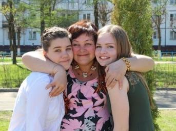 2015 mit meiner Gastmutter und meiner Gastschwester in Russland