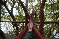 Und anschließend chillt man auf der Terrasse am Fluss auf einem der Sofas oder in Hängematte. Das Leben könnte nicht besser sein.