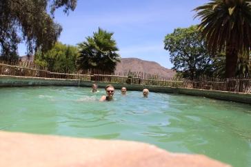 Nach dem Reiten gab es für uns die dringend notwendige Abkühlung im Pool.