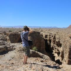 Sascha fotografiert den Sesriem Canyon, der nur wenige Kilometer vom Sesriem Camp entfernt ist.